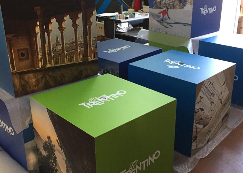 Espositore Cubo per il Trentino in cartone